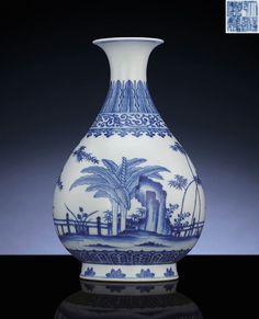 A fine Ming-style blue and white pear-shaped vase,yuhuchunping, Qianlong six-character sealmark and of the period (1735-1796)