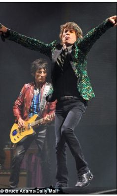 Mick Jagger & Ronnie Woods onstage in Glastonbury 2013.