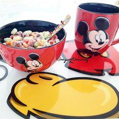 Good Morning! 🐭 #mickey Mickey Mouse House, Mickey Mouse Kitchen, Mickey Minnie Mouse, Disney Mickey, Casa Disney, Disney Rooms, Disney Dream, Disney House, Disney Kitchen Decor