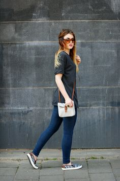 Lisa bag, jozemiek, festival look, klein tasje, festivaltasje, slip ons, vanharen, tom ford, zonnebril, tom ford zonnebril, skinny jeans, arnhem, gesponsorde post, fashion blogger, fashion is a party, oversized t-shirt, boyfriend t-shirt, double ring