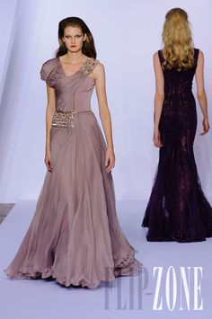 Basil Soda - Couture - Fall-winter 2011-2012 - http://en.flip-zone.com/fashion/couture-1/independant-designers/basil-soda-2313