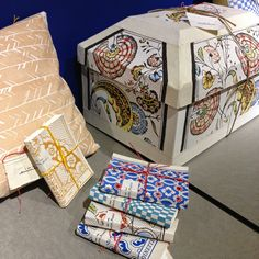 Antoinette Poisson - Those notebooks! Painted Paper, Hand Painted, Old Wallpaper, Fabric Paper, Textile Fabrics, French Decor, Hand Coloring, Decoration, Paper Goods