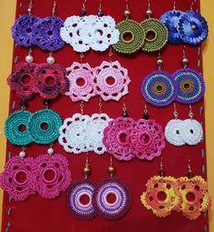 Crochet Jewelry Patterns, Crochet Earrings Pattern, Crochet Accessories, Tatting Jewelry, Tatting Lace, Handmade Jewelry Bracelets, Jewelry Crafts, Crochet Phone Cover, Fabric Jewelry