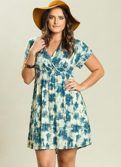 Vestido Decote Transpassado Plus Size Estampado - Quintess