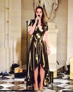 ¡Lana Del Rey! La sorpresa de Kanye para Kim Kardashian en la cena pre-nupcial que tuvo lugar el 23 de mayo en Florencia, Italia. #digoEntretenimiento #LanaDelRey