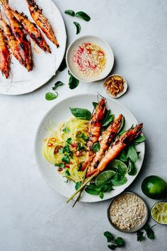 This green mango salad with grilled tom yum prawns is so fresh, delicious, and full of textures and flavors. It is perfect as a light lunch or can be served as an appetizer. Healthy Eating Recipes, Lunch Recipes, Eat Healthy, Fish Recipes, Healthy Life, Healthy Living, Green Mango Salad, Grilled Prawns, Bistro Food