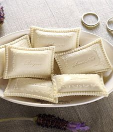 J'adoring Gianna Rose ala Pottery Barn Soaps - Love the shape! Savon Soap, Decorative Soaps, Soap Carving, Soap Boxes, Bath Soap, Soap Packaging, Spa Gifts, Apothecary Jars, Home Made Soap