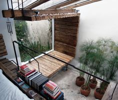 Indoor Courtyard Design Idea With Greenery And Moss Creative potted plants and a small niche with greenery and moss growing there. It is a smart idea create a cool and chic look with a touch of nat… Terrasse Design, Courtyard Design, Interior Architecture, Interior And Exterior, Interior Design, Design Interiors, Loft Design, House Design, Design Design