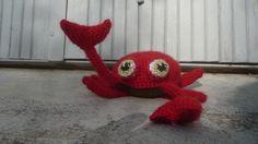 Petit crabe rouge et marron , type amigurumi ,crocheté main : Jeux, jouets par les-creations-de-la-salamandre