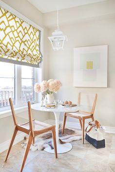 Dining Room Decorating Ideas. Sweet breakfast nook.