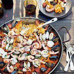 Backyard paella—plus 8 more great grilling party ideas