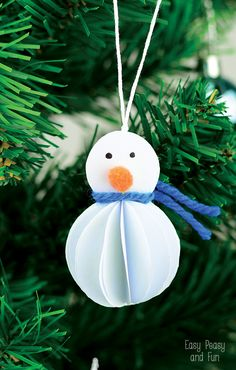Christmas Crafts : Illustration Description Simple Snowman Ornament - Kid Made Christmas Ornament - Easy Peasy and Fun Kids Make Christmas Ornaments, Christmas Arts And Crafts, Christmas Crafts For Toddlers, 3d Christmas, Christmas Activities, How To Make Ornaments, Christmas Decorations To Make, Holiday Crafts, Snowman Ornaments