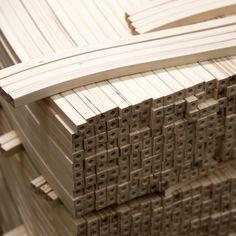 Työvaihe: Ruokatuolin selkänojan valmistus | Craft: Dining chair components Tuotantolinja: Pöydät | Production line: Dining   #pohjanmaan #pohjanmaankaluste #käsintehty