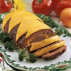 Cheeseburger Meat Loaf--Made delicious. Put ketchup on top, didn't add/need extra cheese. No relish, added pickle juice and Worcestershire sauce to meat mixture Cheeseburger Meatloaf, Cheeseburger Cheeseburger, Cooking Contest, Meat Loaf, Meatloaf Recipes, Ground Beef Recipes, Main Meals, Gnocchi, Burritos