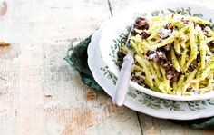 Korvasieni-parsapestopasta/Pasta with false morels and pesto based on asparagus, Kotiliesi. Pasta Primavera, Asparagus Recipe, Parsa, Pesto, Spaghetti, Ethnic Recipes, Food, Essen, Meals