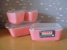 Vintage pink pyrex.  I WANT!