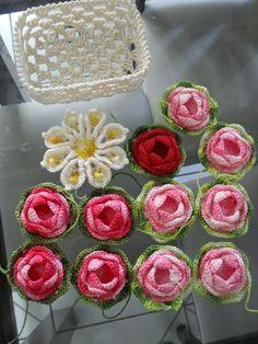 flores de crochê a pronta entrega, confeccionado com fios duna e fios barroco. R$ 5,00