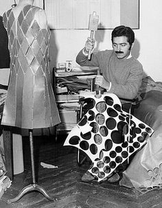 Paco Rabanne dans Son Atelier - 1965