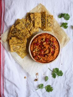 One of the best vegetarian dips a.k.a. Muhammara meets homebaked chickpea crackers. Just don´t eat it all at once as I do everytime I make this.