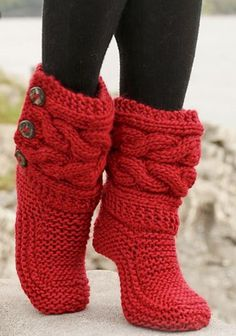 "Little Red Riding Slippers - Slippers with cables in Eskimo by DROPS design DIY Knit Slipper Boots Free Patterns by DROPS Design. My favorite: the Little Red Riding Hood Slippers. (via truebluemeandyou) These Knitted DROPS slippers with cables in ""Eskim Crochet Slipper Boots, Knitted Slippers, Women's Slippers, Knit Slippers Free Pattern, Knitting Patterns Free, Free Knitting, Crochet Patterns, Crochet Ideas, Knitting Projects"