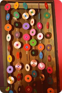 Take your old CD's and DVD's into a cute and easy courtain! Free tutorial with pictures on how to make a beaded curtain in under 120 minutes by decorating and wireworking with wire, acrylic paint, and cd. How To posted by. Diy And Crafts, Arts And Crafts, Paper Crafts, Deco Disco, Cd Wall Art, Recycled Cds, Cd Diy, Indie Room, Beaded Curtains