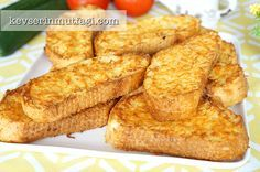 Baked Egg Bread Recipe – Ingredients: 1 sliced bread (about slices), 2 eggs, 1 cup of milk, salt, 1 cup of finely grated cheddar cheese. Egg Recipes, Mexican Food Recipes, Vegetarian Breakfast Recipes Easy, Breakfast Presentation, Turkish Breakfast, Wie Macht Man, French Toast Bake, Baked Eggs, Kitchens