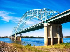 Information on things to do around the Mississippi River in Memphis, Tennessee.