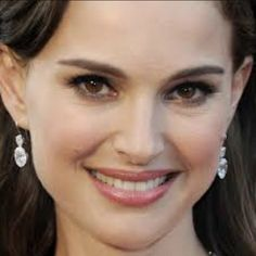 Natalie Portman kept things pretty and chic with glossy mauve lips and lightly lined eyes. Makeup Up Close, Natalie Portman Oscar, Benjamin Millepied, Oscars 2012, Mauve Lips, Beauty Makeup, Hair Makeup, Nasolabial Folds, Celebrity Makeup
