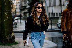 Las viste en lo mejor del street style, en tus celebs favoritas y en tu feed de instagram... la mejor inspiración para llevar una bomber jacket.