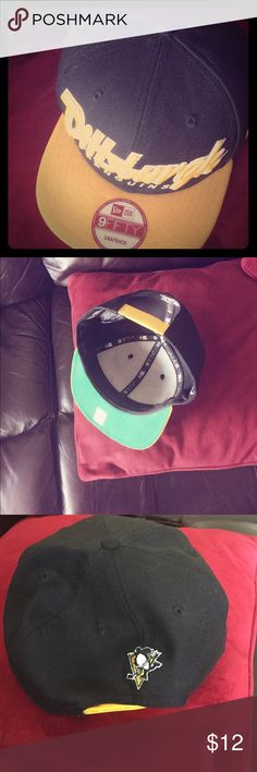 Men's Pittsburgh Penguins 🐧 hat.  New ERA 9 fifty Men's Pittsburgh Penguins 🐧 hat. 9 fifty snap back. Never worn. Original stickers still on it. New Era Accessories Hats