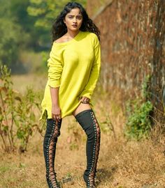 Cute Poses For Pictures, Cute Girl Poses, Girl Pictures, Girl Photos, Beautiful Girl Photo, Beautiful Girl Indian, Beautiful Images, Beauty Full Girl, Photography Women