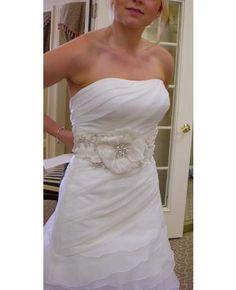 love the flower Wedding Sash Belt, Bride To Be Sash, Wedding Belts, Bridal Sash, Wedding Stuff, Wedding Flowers, Wedding Photos, Wedding Ideas, Wedding Dresses