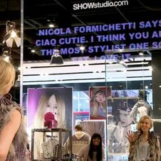 Topshop customers can see what top fashion bloggers have to say about their outfit with the store's magic mirror. #AskTheCrowd
