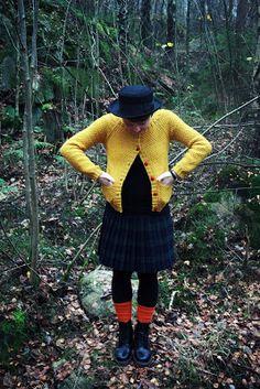 Clara Stickar: Den gula koftan - I want a sunny yellow cardi!