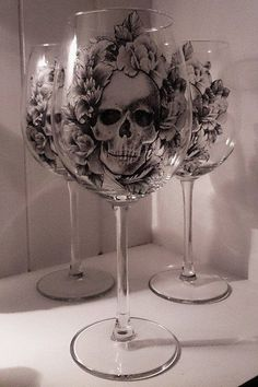 Skull and Roses Gothic Wine Glass