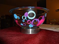 DIY Use permeant vinyl to dress up mixing and serving bowls in your kitchen or as gifts!