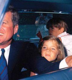Nadire Atas on the Kennedy Family American Royalty Les Kennedy, John Kennedy Jr, Caroline Kennedy, Jfk Jr, Sweet Caroline, Jaqueline Kennedy, Familia Kennedy, Estilo Gigi Hadid, John Junior