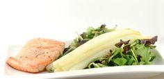 Asperges met zalm en salade is natuurlijk een traditionele combinatie. Het werd dan ook tijd om dit gezonde recept eens op Supersnel Gezond te plaatsen.