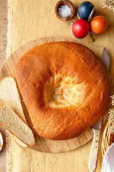 Die Familie Waldner stellt in Osttirol nach alter Tradition Brotstempel aus hochwertigem Eichenholz her, mit einem traditionellen Symbol aus Metall zum Stempeln von Brot und Striezeln. Entdecke hier das Osterbrot-Rezept von Christina Bauer. Bagel, Camembert Cheese, Peach, Bread, Fruit, Nadja, Food, Tv, Zucchini Cake