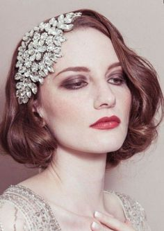 vintage wedding hair wedding hairstyles for short hair Short Wedding Hair, Hair Comb Wedding, Bride With Short Hair, Hair Scarf Styles, Short Hair Styles, Vintage Haircuts, Vintage Bridal Hair, Pelo Vintage, Best Wedding Hairstyles