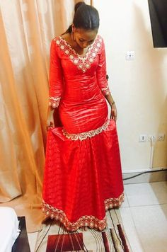 Robe pour anniversaire African Bridesmaid Dresses, Best African Dresses, African Attire, African Wear, African Fashion Dresses, African Women, Ankara Long Gown Styles, Traditional Fashion, Africa Fashion