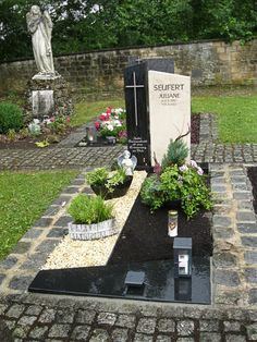Seufert-Juliane-1 Tombstone Designs, Cemetery Decorations, Famous Women, Funeral, Quotes, Gardens, Grave Decorations, Cemetery Art, Country Houses