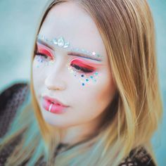 Kind of obsessed with the Coachella-inspired makeup @looks_by_lexington did for this shoot! . . . . . #coachella #sandiego #socal #portraitphotography #sandiegophotographer#festivalmakeup #makeupartist#boho #mua #bohemian #lashextensions #glitter #eyeshadow #bohomakeup #portraithour #pursuitofportraits #folkportraits#quietthechaos#portraitmood#discoverportrait #featuremeofh #2instagoodportraitlove #ihavethisthingwithcolor #peoplescreatives #potraitpage#makeuptutorials…