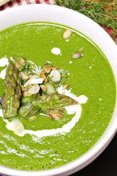 Un piatto fresco ed incredibilmente gustoso. Questa zuppa di asparagi la consiglio proprio a tutti! :)   Ricetta su: http://karmaveg.it/zuppa-di-asparagi-primavera.html