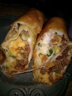 Beef and Cheese Chimichanga – Homemade Delicious Recipes Mexican Dishes, Mexican Food Recipes, Ethnic Recipes, Mexican Cooking, Beef Chimichanga, Good Food, Yummy Food, Yummy Yummy, Gourmet