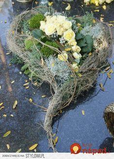 Bildergebnis für floral compositions for the autumn monument - DIY Funeral Flower Arrangements, Beautiful Flower Arrangements, Floral Arrangements, Beautiful Flowers, Grave Flowers, Funeral Flowers, Deco Floral, Arte Floral, Funeral Sprays