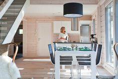Cuisine contemporaine en harmonie dans la maison en bois Kontio.  http://www.kontio.fr/