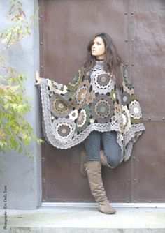 Like this as blanket better than poncho at this size. Scaled back it would make a nice poncho. Crochet Diy, Poncho Au Crochet, Pull Crochet, Mode Crochet, Freeform Crochet, Crochet Scarves, Crochet Clothes, Blanket Crochet, Yarn Projects