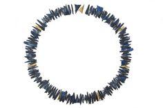 Gilles Jonemann -France, 1997  sautoir écailles de poisson teintées bleu et 7 écailles en or