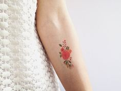 Small floral tattoo. I like the placement.